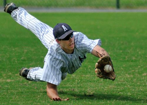 この画像は、サイトの記事「済美高校 野球部 ノック 動画集 YouTube無料視聴映像まとめ!」のイメージ写真画像として利用しています。